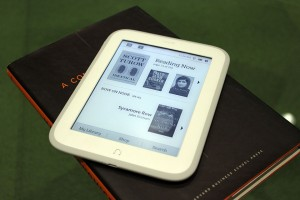 nook-glowlight-kindle-paperwhite