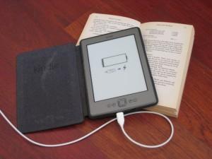 зареждане-четец-на-книги-amazon-kindle