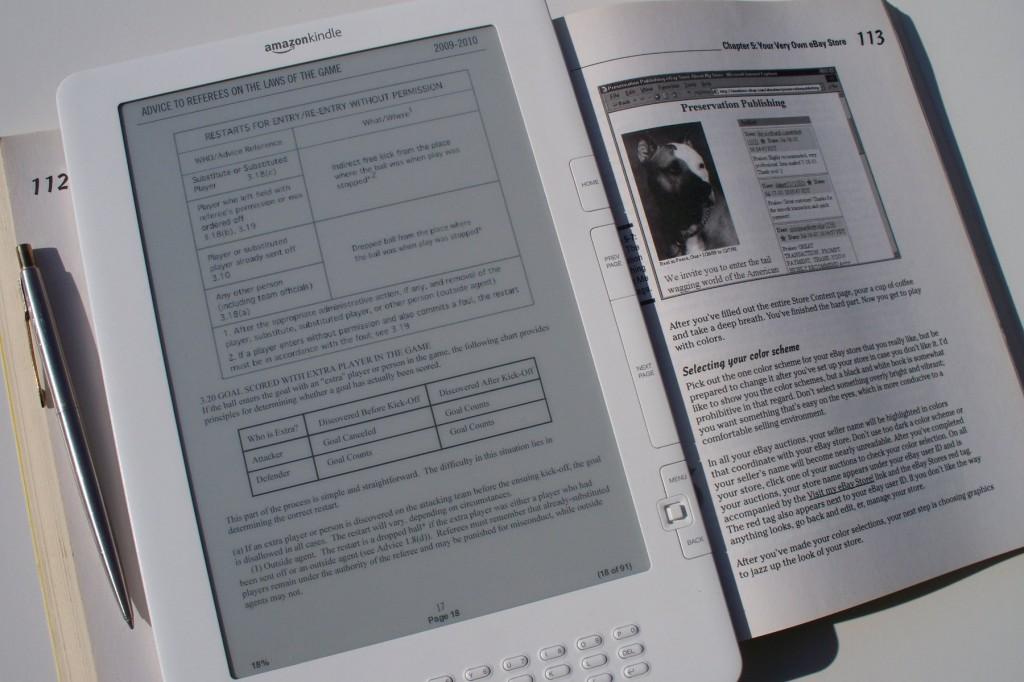 amazon kindle dx електронен четец електронна книга 1024x682 Най големият представител на Amazon   9.7 вия Kindle DX